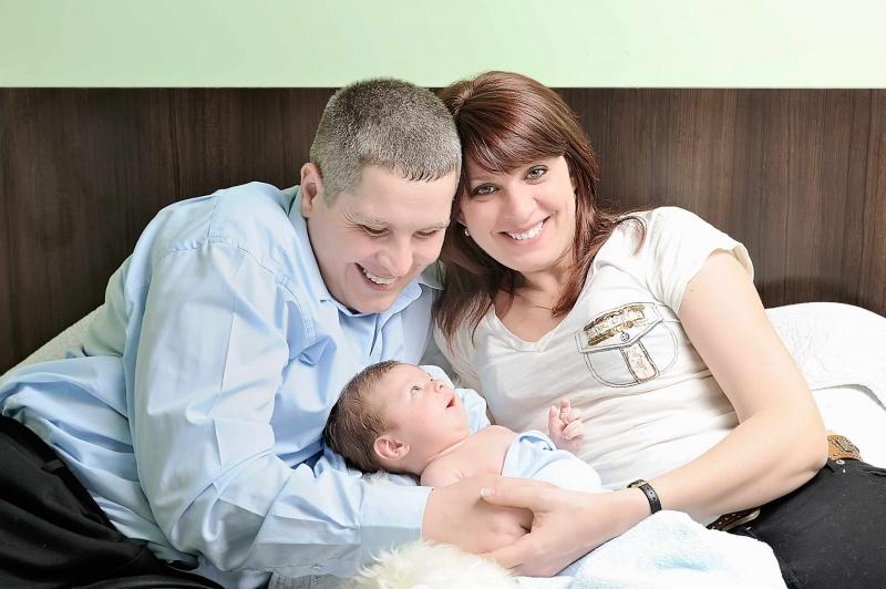 婴儿两边脸不一样大怎么办引发婴儿大小脸的原因